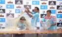 Mario Salas es bañado en cerveza por los jugadores de Cristal en plena conferencia de prensa [VIDEO]