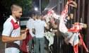 ¡Dale crema CAMPEÓN! Hinchas recibieron al plantel e Universitario a su llegada a Chile