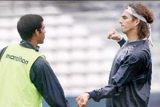 """Zlatan"" metió dos gol...pes"