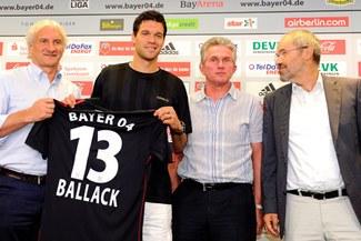 "Ballack: ""Estoy feliz de regresar al Leverkusen"""