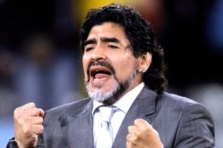 """Maradona al presidente de la AFA: """"¿Aló Julio?, Si quiero seguir en la selección"""""""