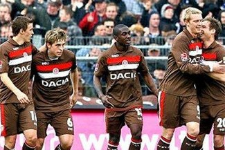 St. Pauli de Carlos Zambrano aplastó por 6-0 a Arminia Hannover