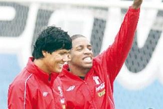 """Farfán: """"Perú demuestra mucha actitud y voluntad para sacar esto adelante"""""""