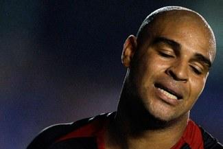 El brasileño Adriano es elegido, por tercera vez, el peor jugador del Calcio