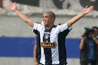 Vuelve a casa: Junior Viza fichó por Alianza Lima hasta el 2012