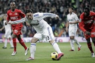 Özil: El Real Madrid es capaz de lograr una victoria ante Lyon