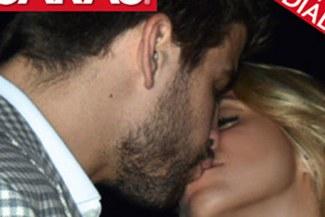 """Shakira y jugador del Barcelona se dan """"piquito"""""""