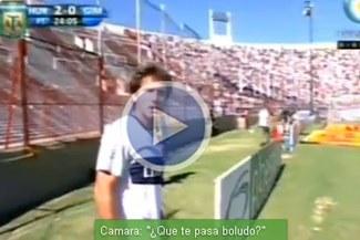 Guillermo Barros Schelotto se pelea con un camarógrafo en pleno partido
