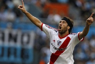 Con Josepmir Ballón, River Plate venció 1-0 a Racing