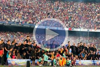 Un Camp Nou lleno de banderas pone punto final a la fiesta del Barcelona