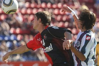 San Lorenzo de Giancarlo Carmona choca hoy contra Newells