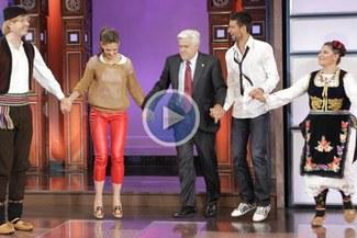 Video: Novak Djokovic junto a Katie Holmes bailaron danzas folklóricas durante programa de T.V.