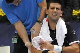 Novak Djokovic se retiró del Master de París por una lesión en el hombro
