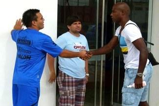 Leandro Fleitas firmó por Aurich y 'Cuto' le dio la bienvenida