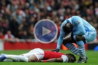 (Video) ¡Brutal!: Mira  la fuerte falta de Mario Balotelli sobre Alex Song