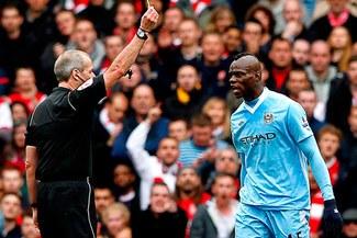 Mario Balotelli podría quedar fuera del Manchester City y de la selección de Italia