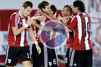 A un punto del líder: River Plate le ganó de local 2-0 a Huracán