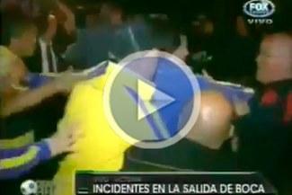 [VIDEO] Delantero de Boca Juniors se fracturó la mano tras enfrentarse con hinchas de Tigre