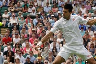 Novak Djokovic sólo cede siete juegos ante Ferrero en la primera ronda
