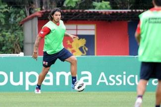Juan Vargas debutaría hoy con Génova ante Catania en liga italiana