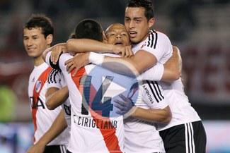 River Plate consigue su primera victoria en casa con una goleada [VIDEO]