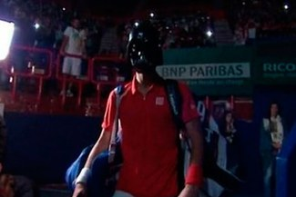 Novak Djokovic apareció en el campo como 'Darth Vader' por Halloween