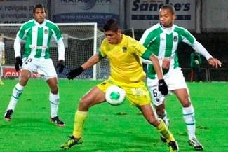 Pacos de Ferreira, con Paolo Hurtado, venció 2-0 al Marítimo