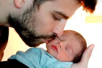 Shakira comparte foto de Gerard Piqué junto al pequeño Milan