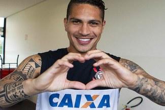 Paolo Guerrero envió emotivo saludo por 'San Valentín' [FOTOS]