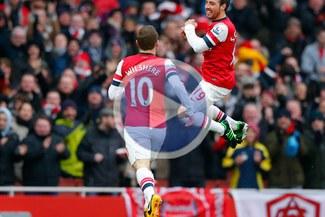 Arsenal ganó 2-1 al Aston Villa con goles de Santi Cazorla [VIDEO]