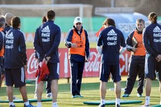 Selección argentina jugará con cinco defensas en La Paz