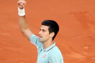 Novak Djokovic arrolló a Dimitrov y se coloca en octavos de Roland Garros