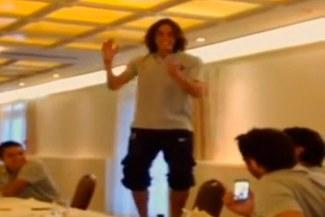 Edinson Cavanni demostró que también la conoce cantando [VIDEO]