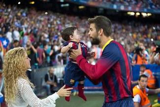 Gerard Piqué deleitó a Shakira posando con su hijo en el Camp Nou [VIDEO]