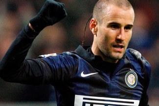 Inter venció 1-0 al Milán con un golazo de taco de Rodrigo Palacio  [VIDEO]