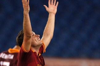 Seria A: AS Roma venció 2-0 al Livorno y le sigue los pasos a la Juventus [VIDEO]