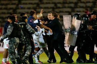 Copa Libertadores: Mal arbitraje desató bronca entre jugadores de  San Lorenzo y la policia [FOTOS/VIDEO]