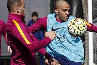 Barcelona: mira como Dani Alves jugó su partido en el banco