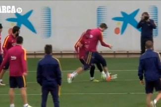 Barcelona: Lionel Messi dejó en ridículo a Gerard Piqué en los entrenamientos |VIDEO