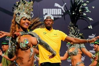 Usain Bolt: 'Rayo' se divirtió y bailó samba con estas bellas mujeres  VIDEO
