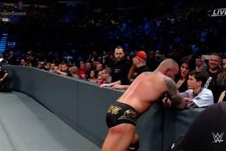 WWE: Randy Orton y su estremecedor gesto con el hijo de Shane McMahon en Survivor Series 2016   VIDEO