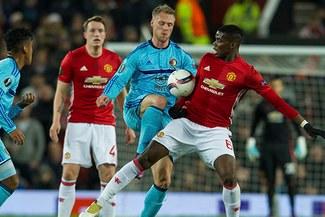 Manchester United goleó 4-0 a Feyenoord de Renato Tapia por Europa League   VIDEO
