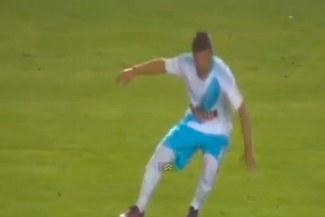 Sporting Cristal vs. Melgar: Gabriel Costa sufrió un desmayo en pleno encuentro |VIDEO