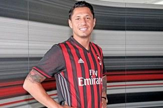 AC Milan presentó su nueva camiseta pero Gianluca Lapadula pasó el roche de su vida