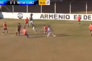 Arbitro argentino dio pase a jugador y video fue viral[VIDEO]