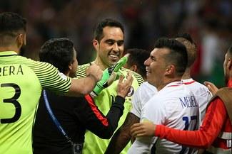Claudio Bravo: la emotiva arenga antes de los penales ante Portugal por la Copa Confederaciones [VIDEO]