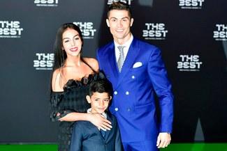 Cristiano Ronaldo presentó a sus hijos recién nacidos en Facebook
