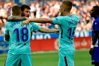 Barcelona con doblete de Lionel Messi venció 2-0 a Alavés por la Liga  española 554e42796ebc5