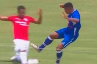 Torneo Clausura: Terrible falta de Jorge Bazán considerada la patada del año en Perú por cadena internacional [VIDEO]