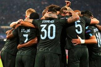 Manchester City aseguró su pase a octavos de final de la Champions League tras vencer 4-2 a Napoli